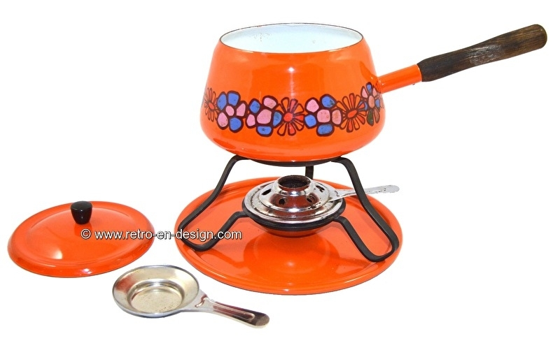 made in the 70s. Beautifull orange retro fondue-set