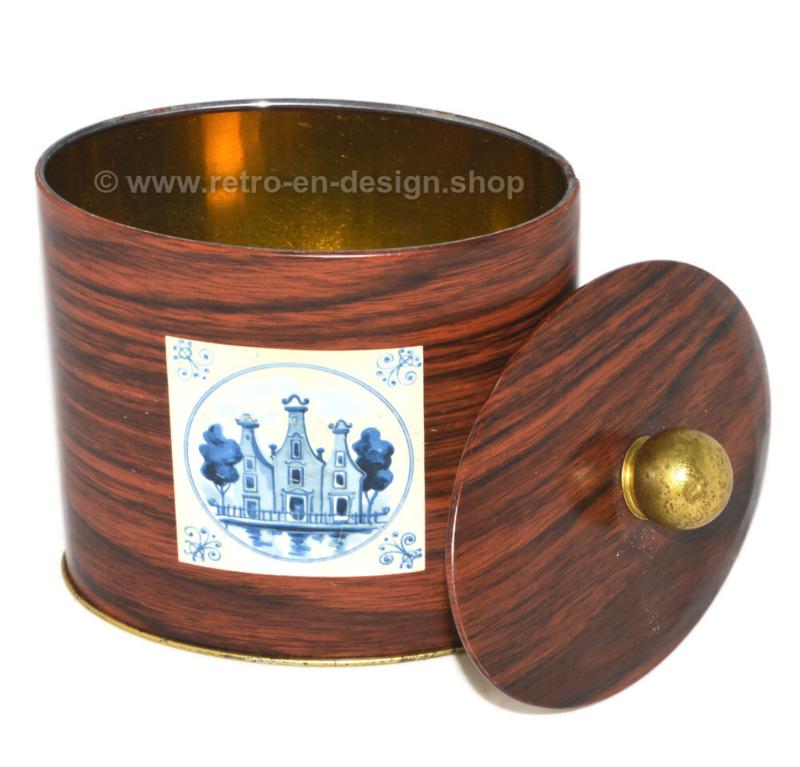 Ovaalvormig vintage blik in houtlook met molen en gevels, goudkleurige knop