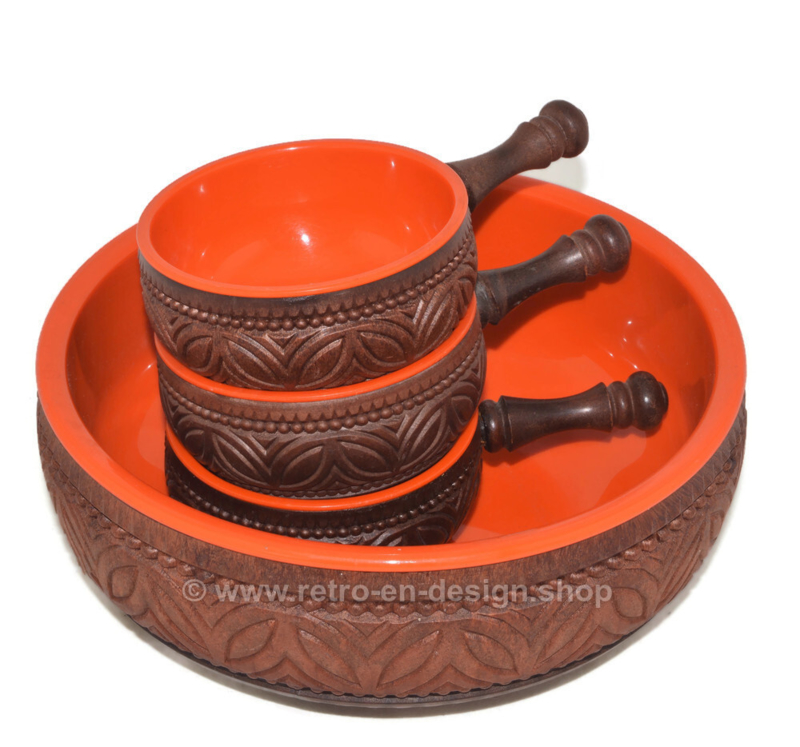 Vintage snack bowls made by Emsa in plastic orange and a wooden look with large bowl and three smaller bowls with handle