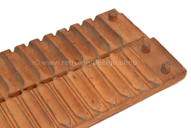 Vintage brocante wooden cigar shelf or cigar mould by Karl Hart, Schwetzingen No. 39003