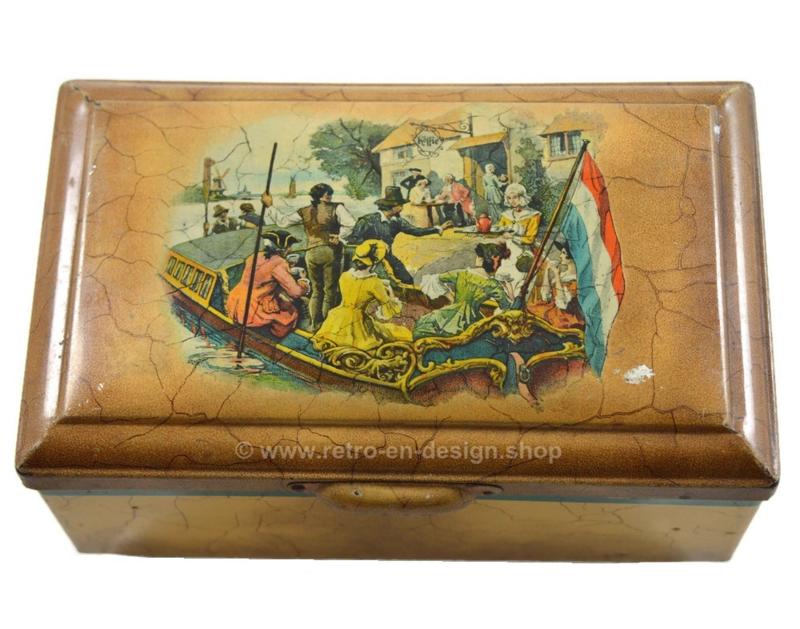 Vintage blik van Douwe Egberts voor Pickwick thee met boot die aanlegt bij een koffie en theehuis