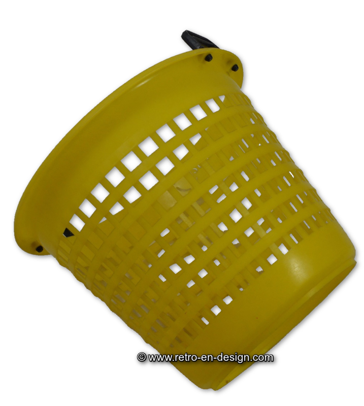 Vintage gele plastic Castella wasknijpermand