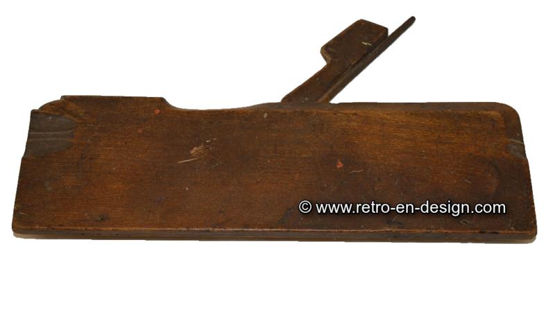 Oude smalle antieke houtschaaf, sponningschaaf