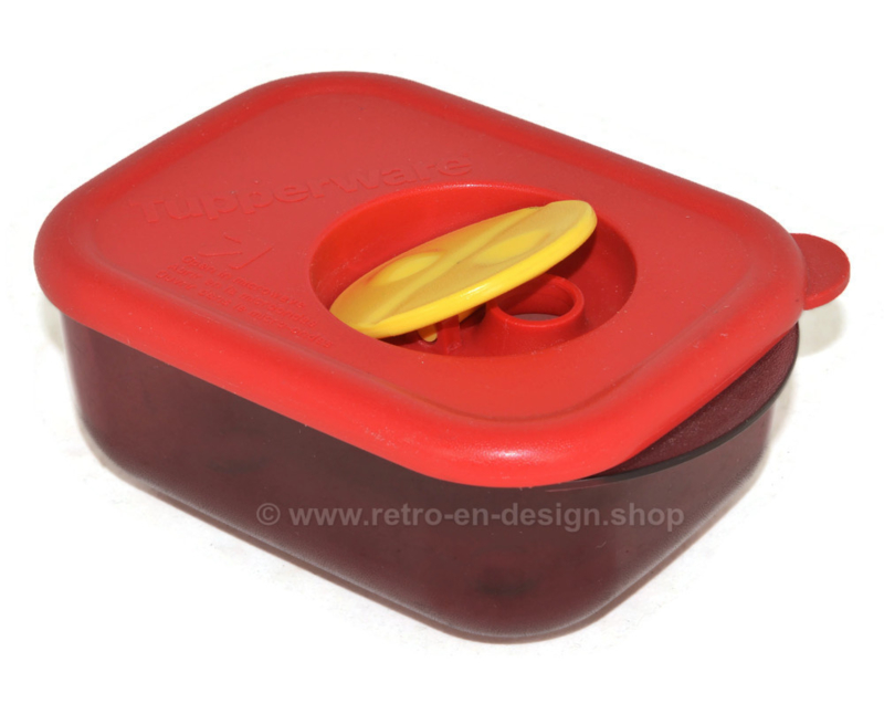 Tupperware Crystal + red with lid