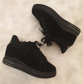 Sneaker zwart  klein sleehakje