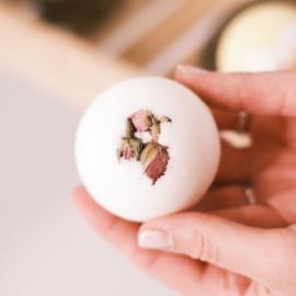 Bruisbal met rozenknopjes