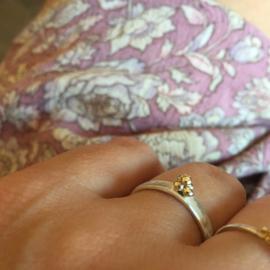 Ring gold dots