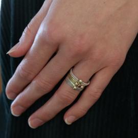 Gouden ring met robijn briljant en 1 oogappeltje
