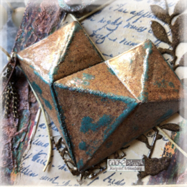We love Tim Holtz' Faceted Heart (15-02-19)