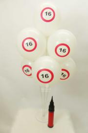 D.I.Y. Ballonnen Tafelstuk - 16 jaar verkeersbord - Latex ballonnen - 1.10 x  0.65 cm - incl. Ballonnenpomp