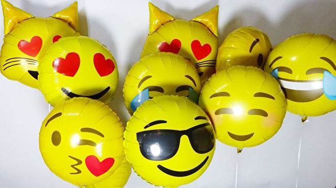 emoticon - emoji - helium ballon -
