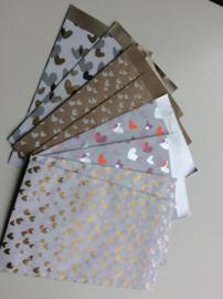 Set van 8 cadeauzakjes; 4x 2 verschillende hartjes dessin, maat M