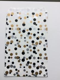 cadeauzakje wit met goud, zwart en zilveren confetti 15x22 cm (L)