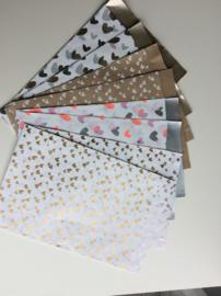 Set van 8 cadeauzakjes; 4x 2 verschillende hartjes dessin, maat L