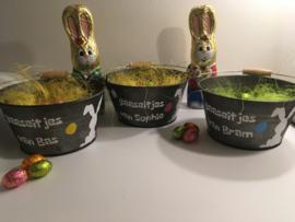 paasemmertje om eieren te zoeken; paaseitjes van naam