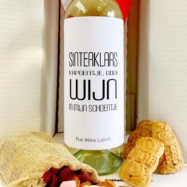 zelfklevend wijnetiket Sinterklaas kapoentje, gooi wijn in mijn schoentje , Mama Drinkt Wijn
