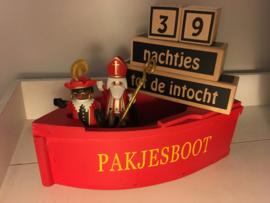 rode houten pakjesboot (DL)