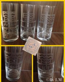 Glas met splitletter en naam