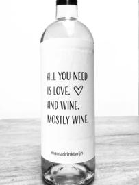 zelfklevend wijnetiket All you need is love end wine mostly wine + ansichtkaart wijnen. Mama Drinkt Wijn