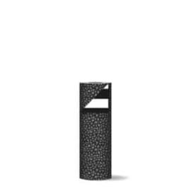 Inpakpapier dubbelzijdig; zwart/wit graphics dessin en op de achterzijde een stevige zwart/wit streep