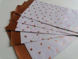 cadeauzakje wit met koperen hartjes 12 x 19 cm
