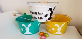 gekleurd paasemmertje om eieren te zoeken; paaseitjes van naam