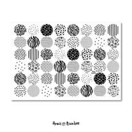 Stickervel patronen met 48 ronde (sluit)stickers  zwart/wit