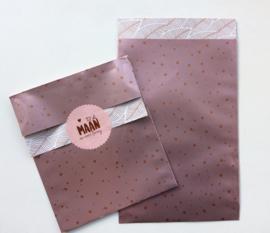 cadeauzakje rose confetti en koperen blaadjes aan de binnenzijde 12 x 19 cm