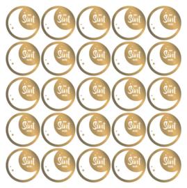 ronde cadeau sluitstickers in goudfolie met een maan van Sint voor: