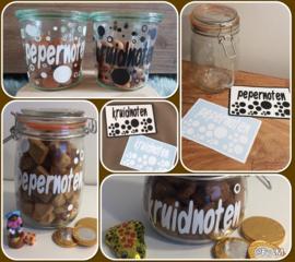 sticker pepernoten of kruidnoten ; DIY pepernotenpot