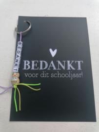 Kaart + gelukspoppetje sleutelhanger, bedankt voor dit schooljaar zwart/wit