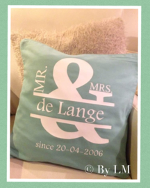 Mr. & Mrs. Naam Est. Datum  , huwelijk (est. of since)