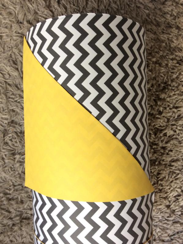 Inpakpapier zwart/wit zig zag met effen geel