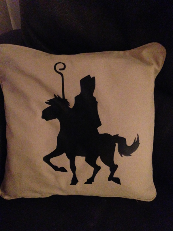 Kussen met silhouette van Sinterklaas op het paard