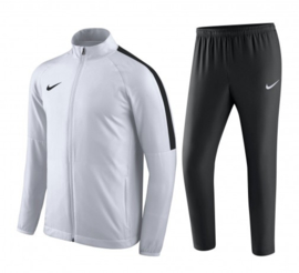 Wit Nike trainingspak