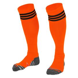 Oranje sokken met zwarte ringen