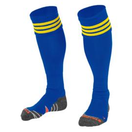 Blauwe sokken met gele ringen