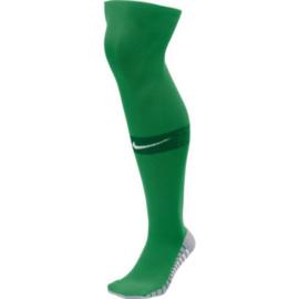 Groene Nike Matchfit voetbalsokken met blauw NIKE logo