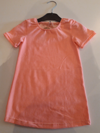 Jurkje neon roze gestreept maat 104/110 trico