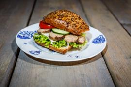 Duits bruin broodje met pitten, Gehaktbal
