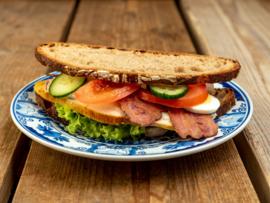 Boerenboterham-volkoren desem brood, Gegrilde kip-bacon