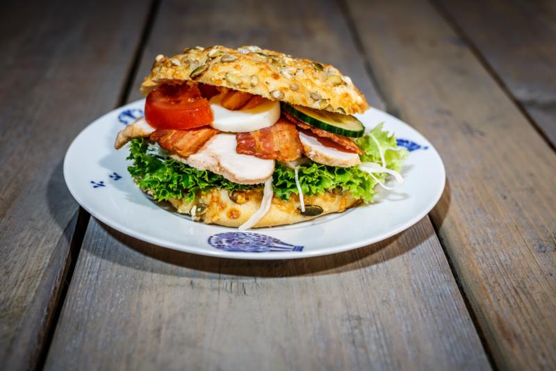 Broodje kaas-pompoenpitten, Gegrilde kip-bacon