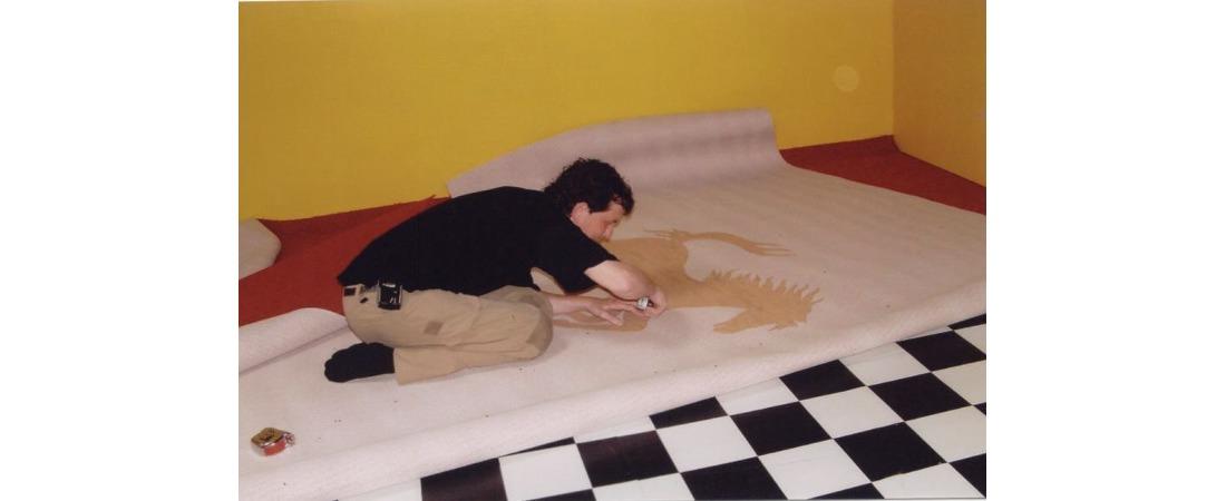 Ferarri logo in tapijt gesneden