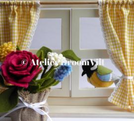Compleet pakket 'Een venstertje met gordijnen, koolmeesje en voorjaarsboeketje'