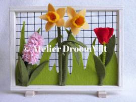 Patroonblad 'Raampje met voorjaarsbloemen'