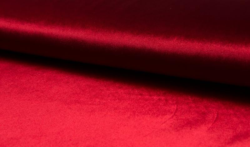 Stretch fluweel  rood € 10,- p/m    - 20 cm voor