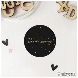 Sticker || Verrassing! || goudfolie || per doosje 250 stuks