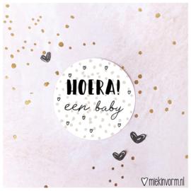 Sticker || Hoera! een baby (stipes) || per doosje 250 st