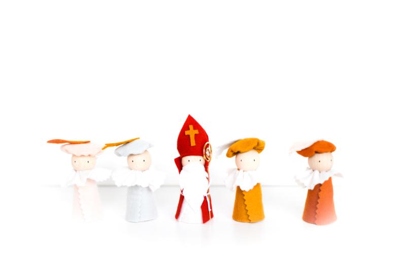 Sinterklaasfiguren | Sint + 4 Pieten ongeschminkt