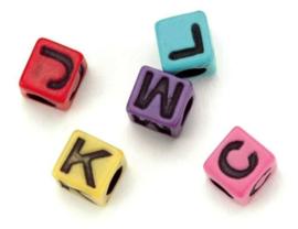 160 stuks gekleurde vierkante plastic letterkralen